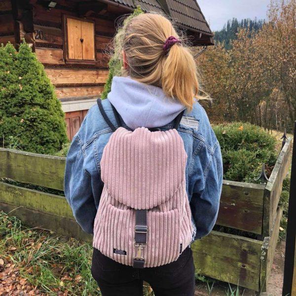 Sztruksowy plecak pudrowy róż