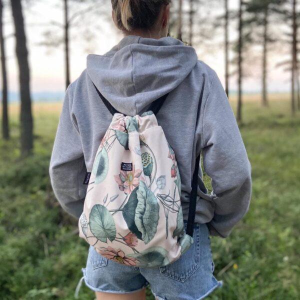 Welurowy plecak worek różowy kwiat