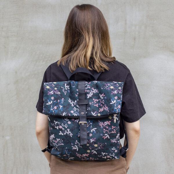 Welurowy plecak składany kwiaty